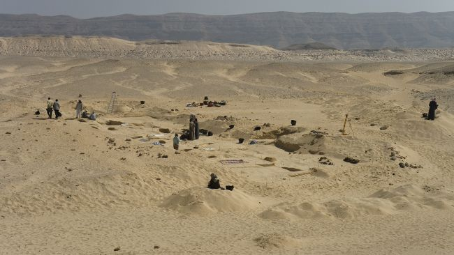 The cemetery at Amarna where the woman with head cone was buried.
