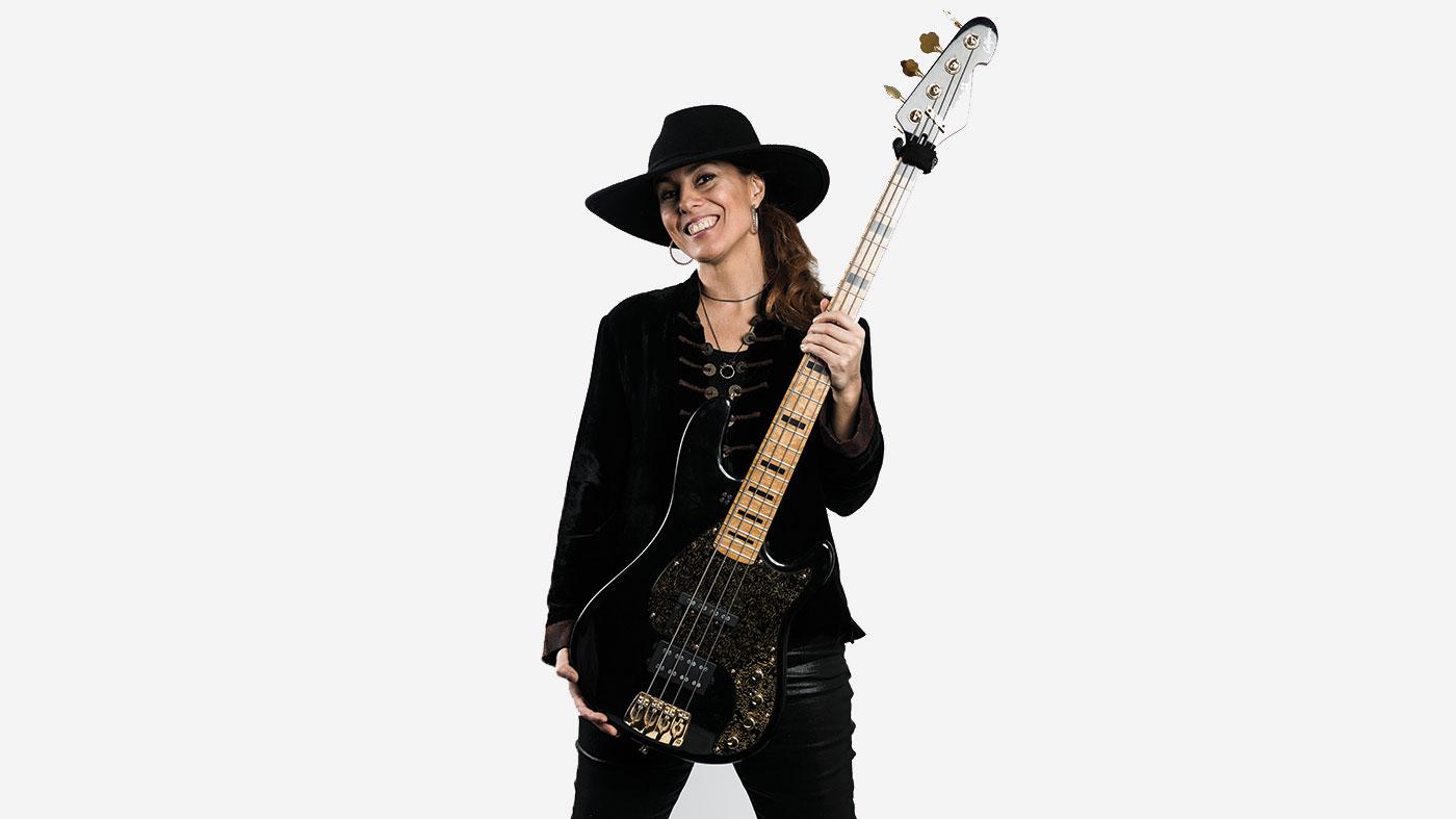 Ida Nielsen bass player