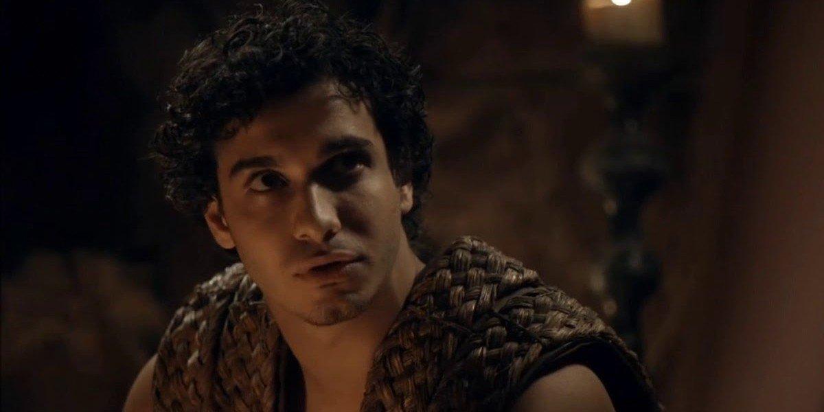 Rakharo (Elyes Gabel) looks up in Game of Thrones