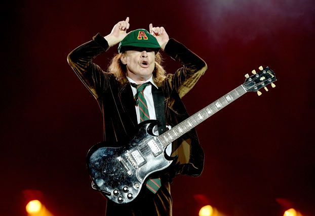 "How Angus Young's ""Back in Black"" Riff Tricks Your Ear"