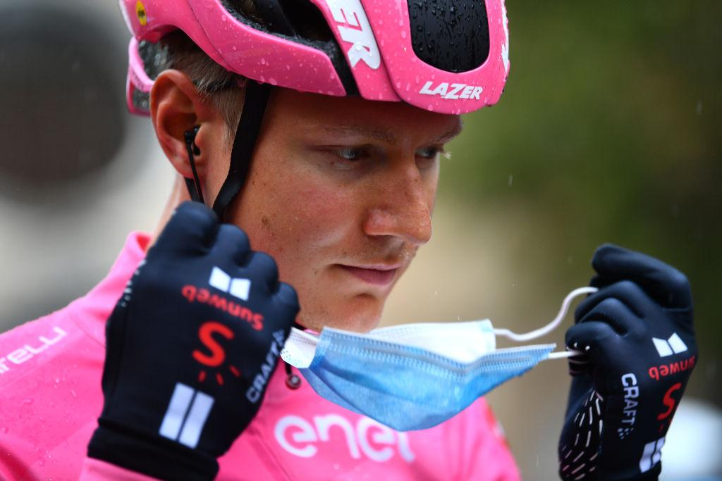 Wilco Kelderman in the pink jersey