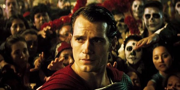 Superman surrounded by a crowd in Dawn of Justice