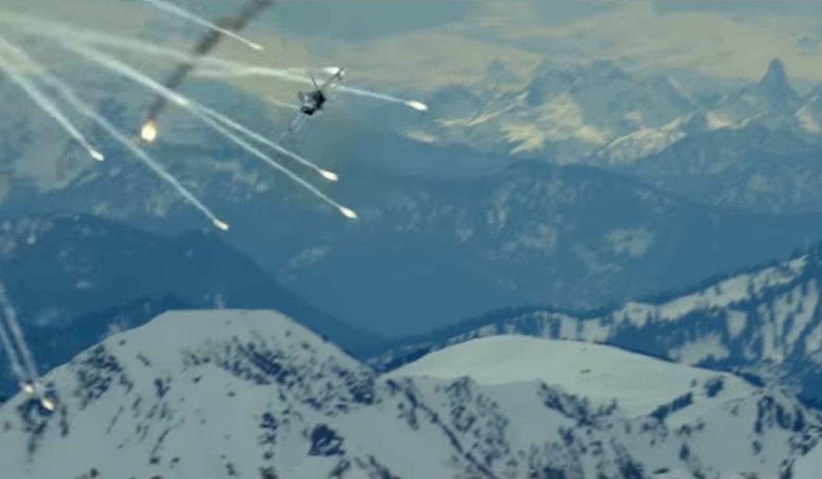 Jet under attack in Top Gun: Maverick