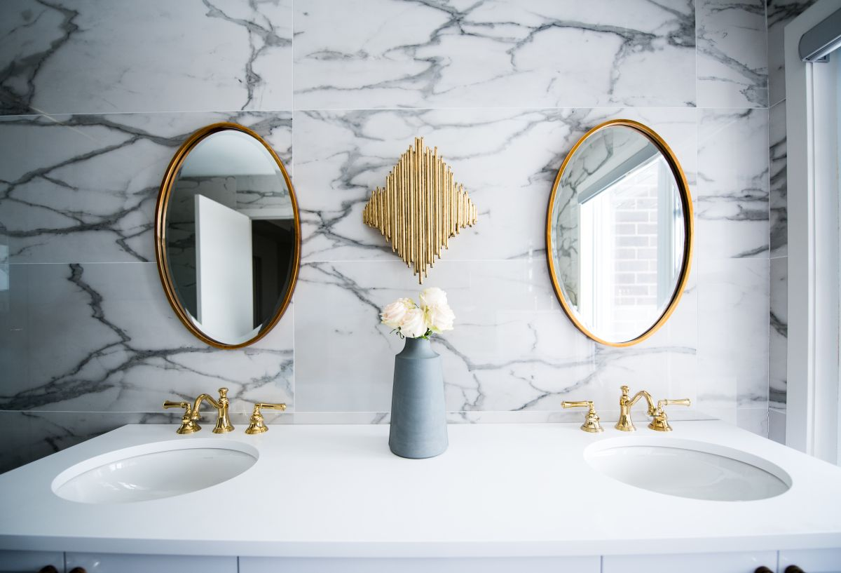 How to clean a bathroom sink and get it sparkling again