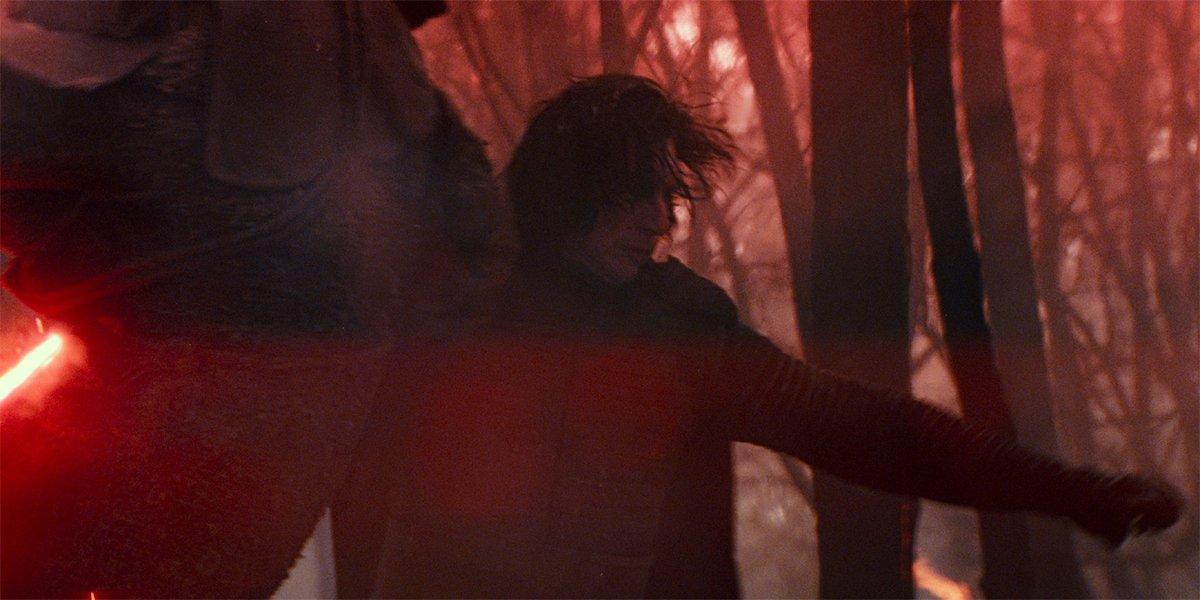 Kylo Ren killing a dude in Star Wars: The Rise Of Skywalker