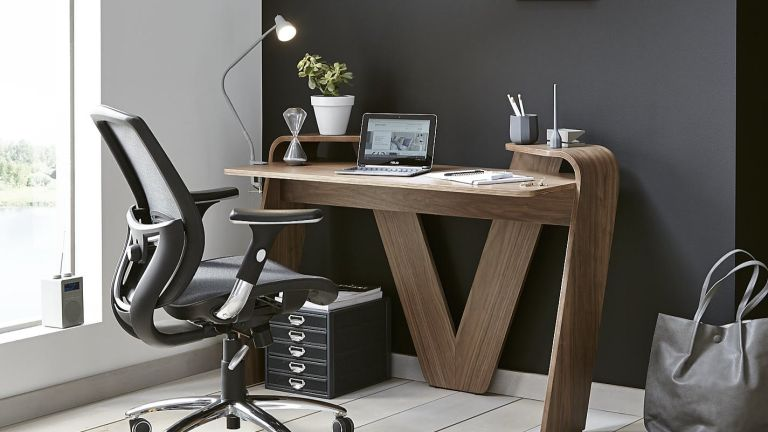 best ergonomic office chair: lifestyle image of study set up