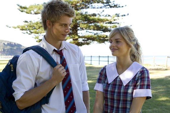 who is indi from home and away dating