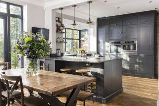 kitchen layout ideas using a peninsula