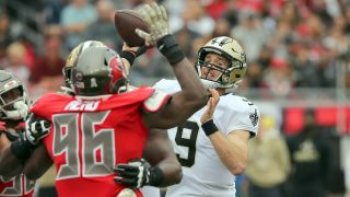 Saints Drew Brees throws a pass against the Buccaneers