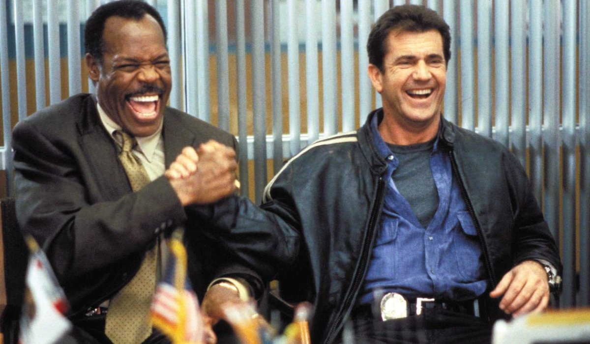 Lethal Weapon 4 Murtaugh and Riggs shake hands in the Captain's office
