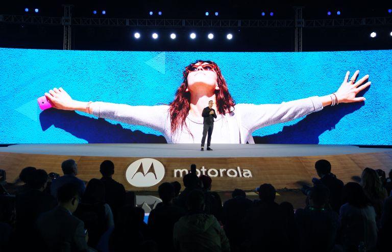 Motorola Razr vs Samsung Galaxy X