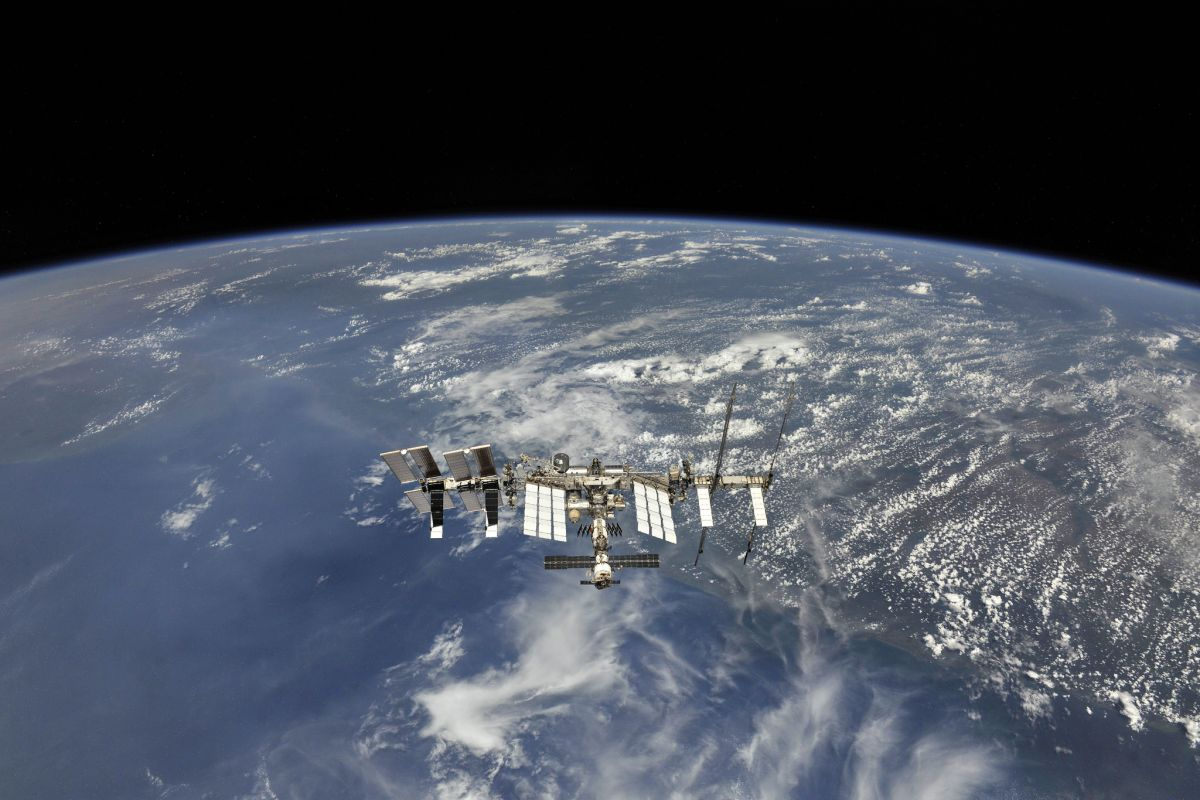 'An Entirely New Way Of Thinking': The ISS Celebrates 20 ...