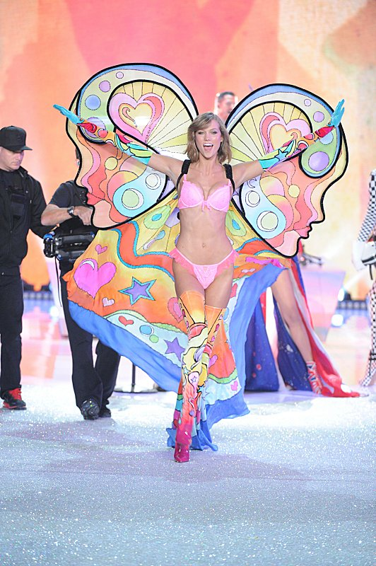 Watch Victoria's Secret Angels Lip Sync To Taylor Swift's 'I Knew You Were Trouble' #29883