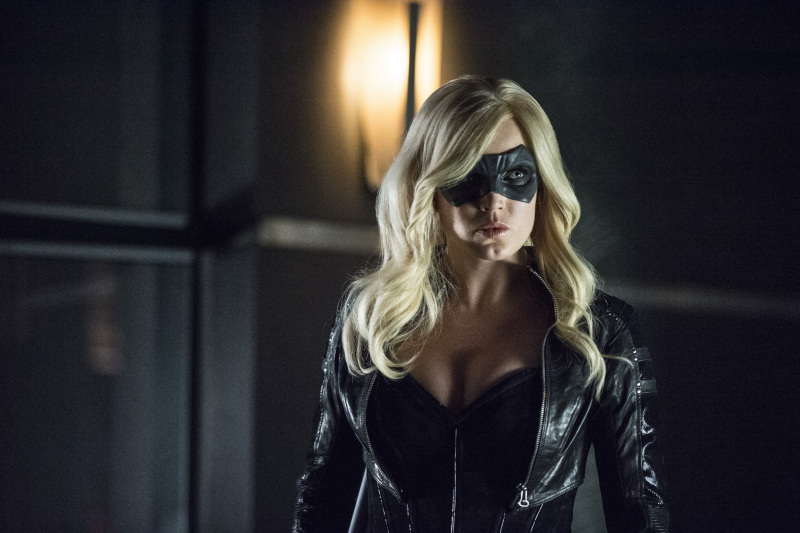Arrow Season 2 Finale Trailer And Photos Show Heroes, Tension And Big Trouble For... #31272
