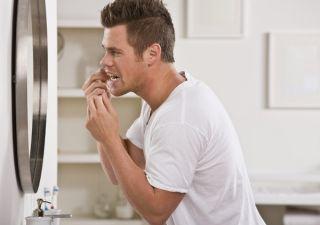 man-flossing-teeth-110624-02