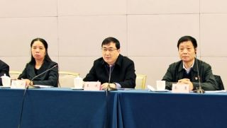 Wang Wei, Vice Minister of the Ministry of Science and Technology (center)