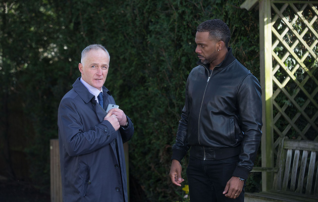 Vincent speaks to the police about the heist in EastEnders!