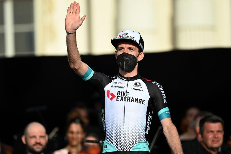 Simon Yates waves to the crowd at Giro d'Italia 2021 team presentation