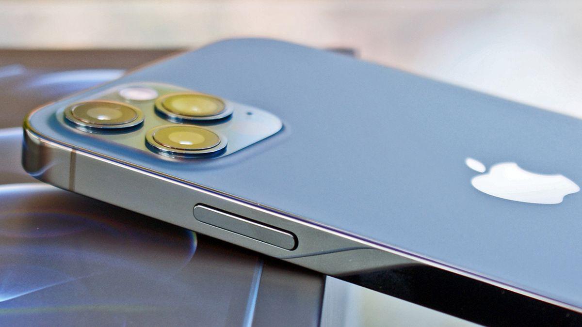 Läcka av iPhone 13 mini-prototyp visar upp diagonalt placerade kameror på baksidan