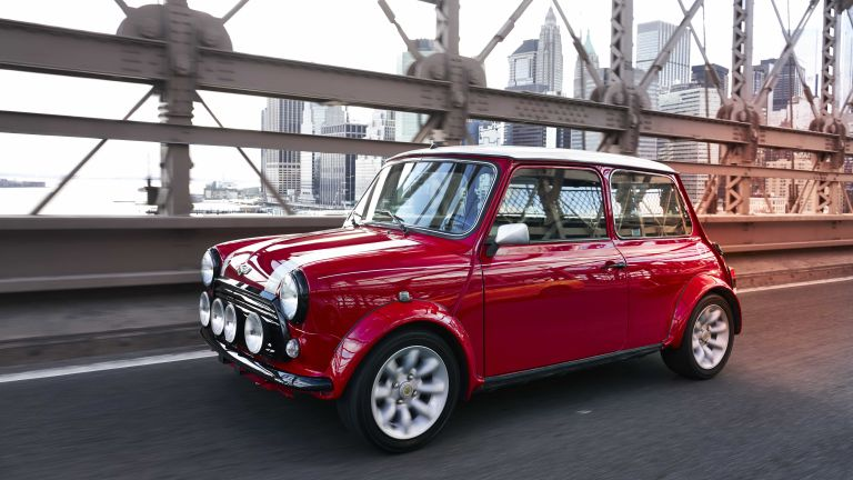 BMW Has Given This Classic Mini An Electric Heart T - Classic mini car