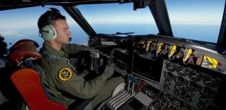 An RAAF pilot steers his AP-3C Orion, search for flight mh370