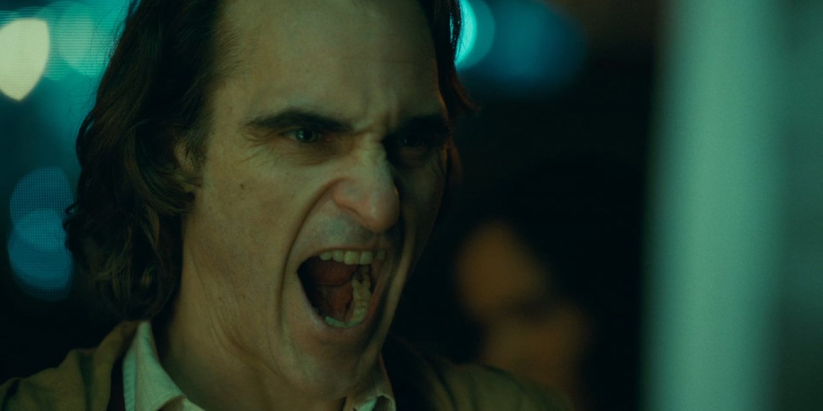 Arthur Fleck puts on a fierce face in Joker