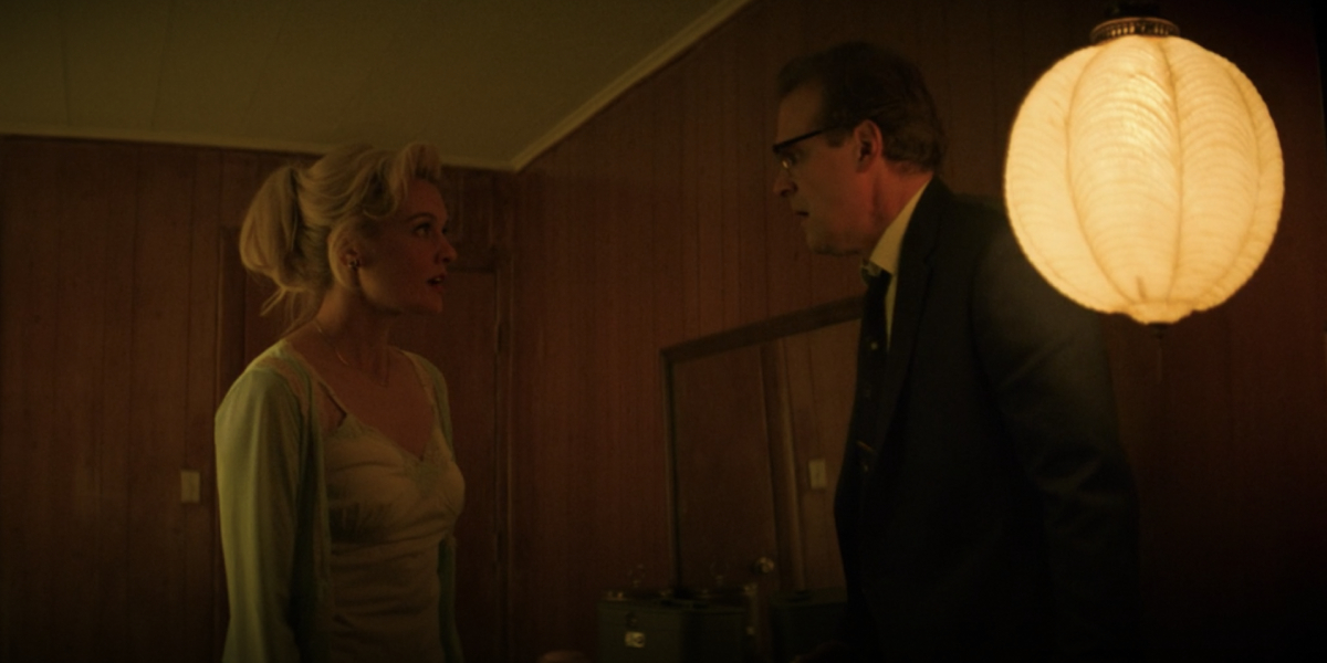 Frankie Shaw and David Harbour in No Sudden Move