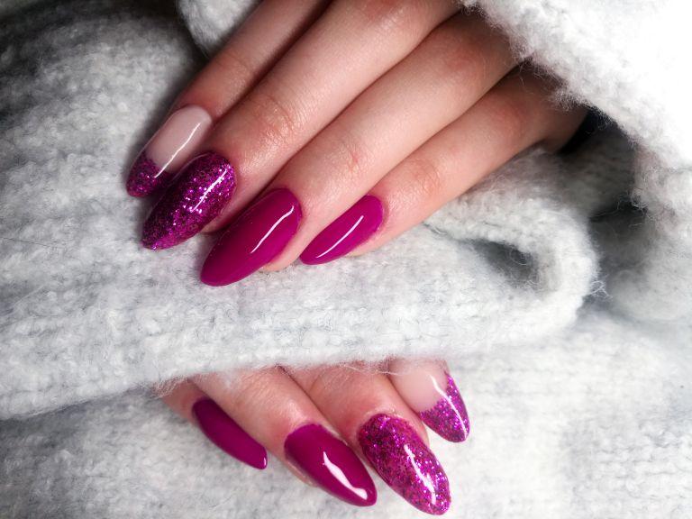 Close up of Fake Nails, Acrylic Nails, Gel nails on a woman's hand.