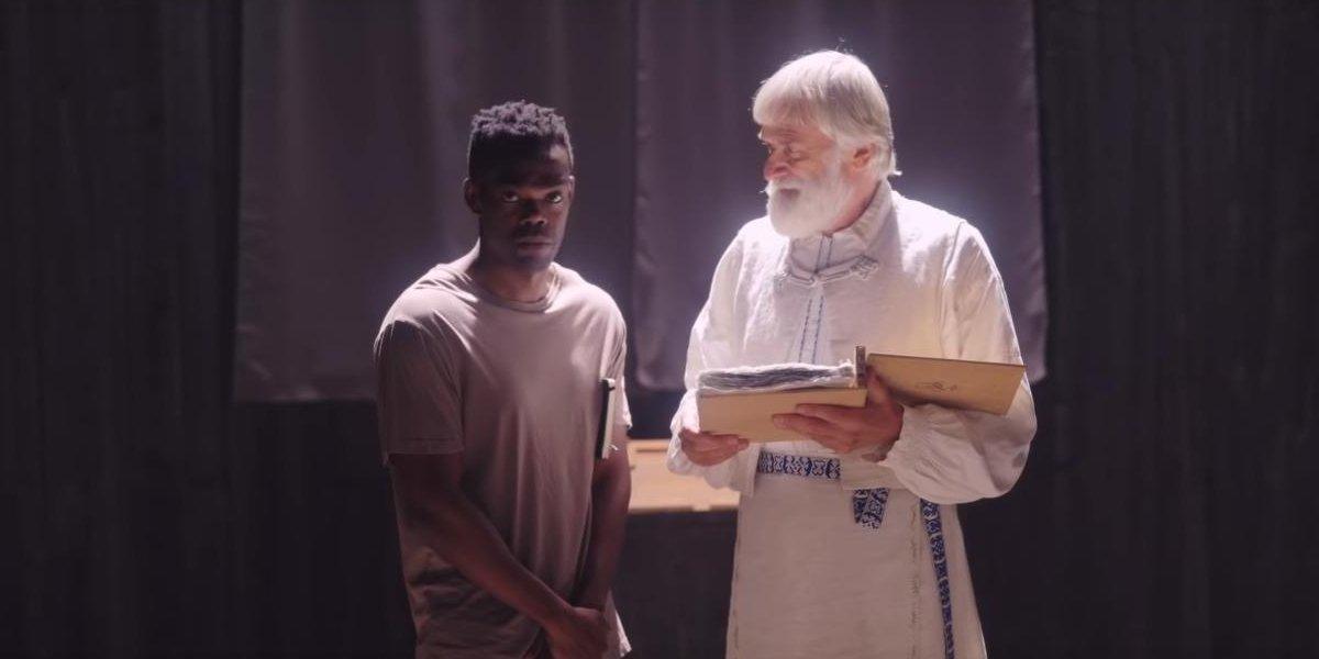 William Jackson Harper and Dag Anderssen in Midsommar