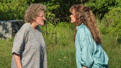 Glenn Close and Amy Adams in 'Hillbilly Elegy'.