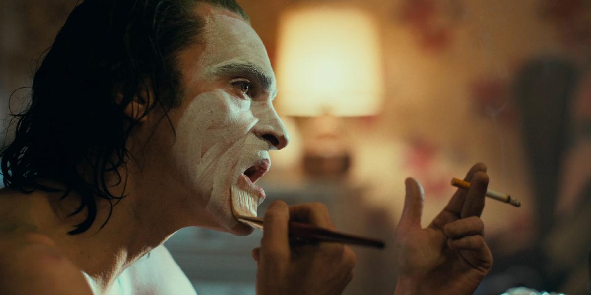 Joaquin Phoenix Arthur Fleck Joker applying makeup