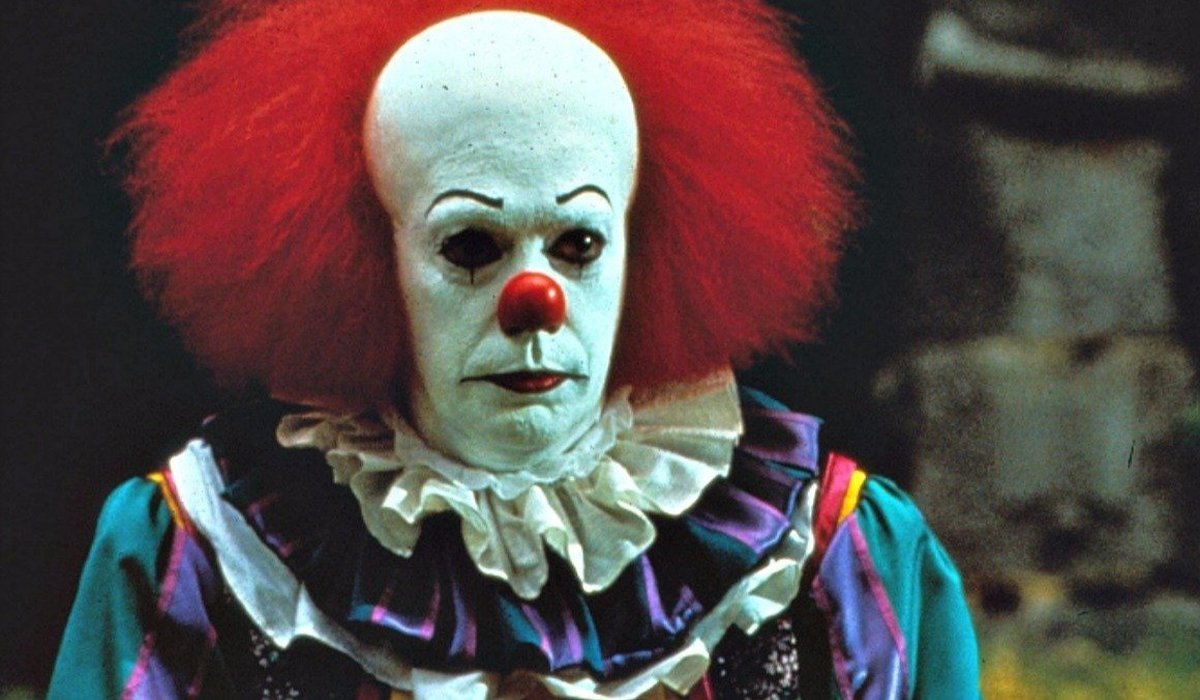 Tim Curry Pennywise the Clown Stephen King It miniseries