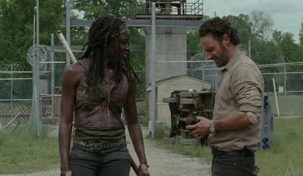 Michonne brings razor for Rick