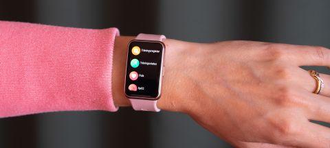 Huawei Watch Fit på arm.
