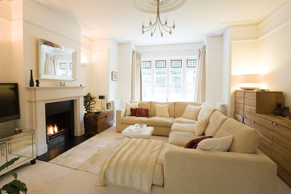 How to create the best living room layout real homes - Bedroom layout ideas for rectangular rooms ...