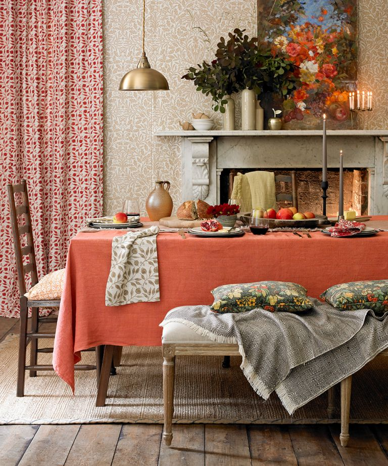 Interior design trends 2021: Dining room with orange tablecloth