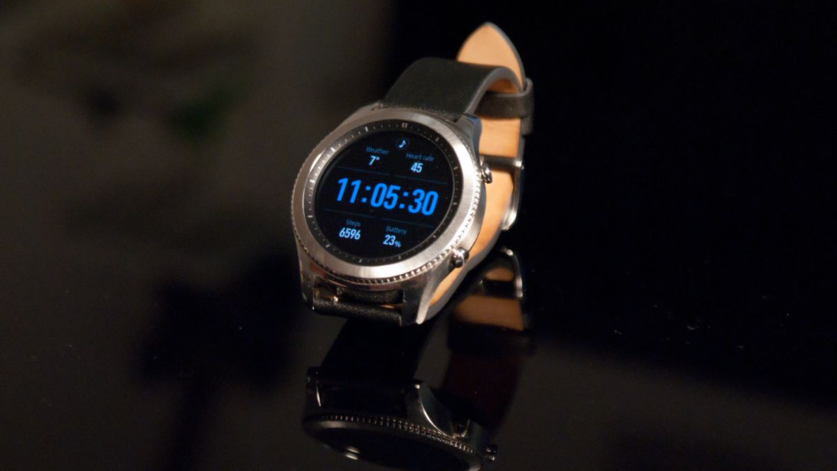 Samsung Gear S4 might have a big battery and a golden hue