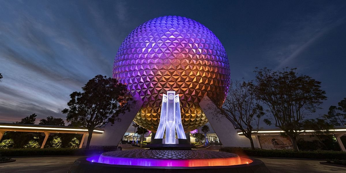 Epcot fountain and Spaceship Earth