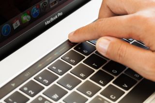 MacBook Pro 2021 no touch bar