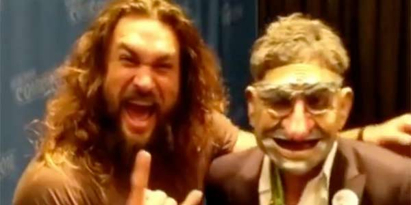 Mark Ruffalo and Aquaman hang out at Comic-Con