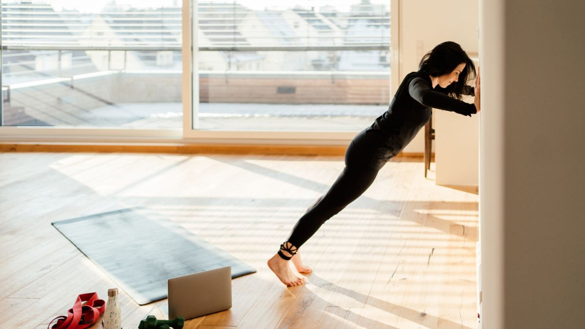 This short beginner home workout is perfect to start building strength at home