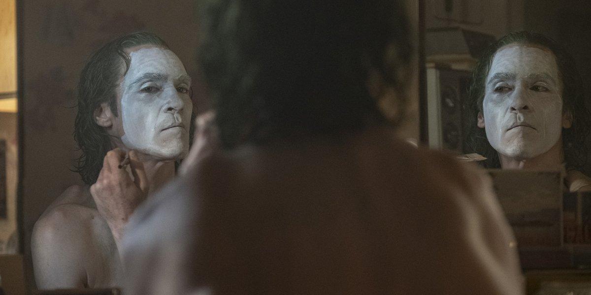 Joaquin Phoenix paints his face in Joker