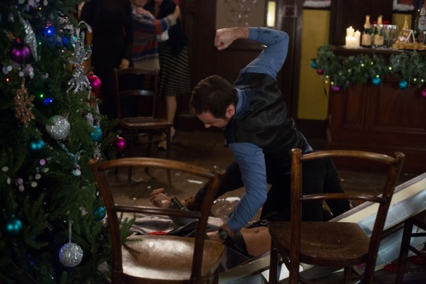 Mick Carter beats Dean Wicks