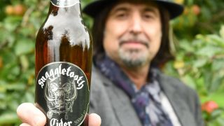Phil Campbell shows off Motorhead's Snaggletooth cider
