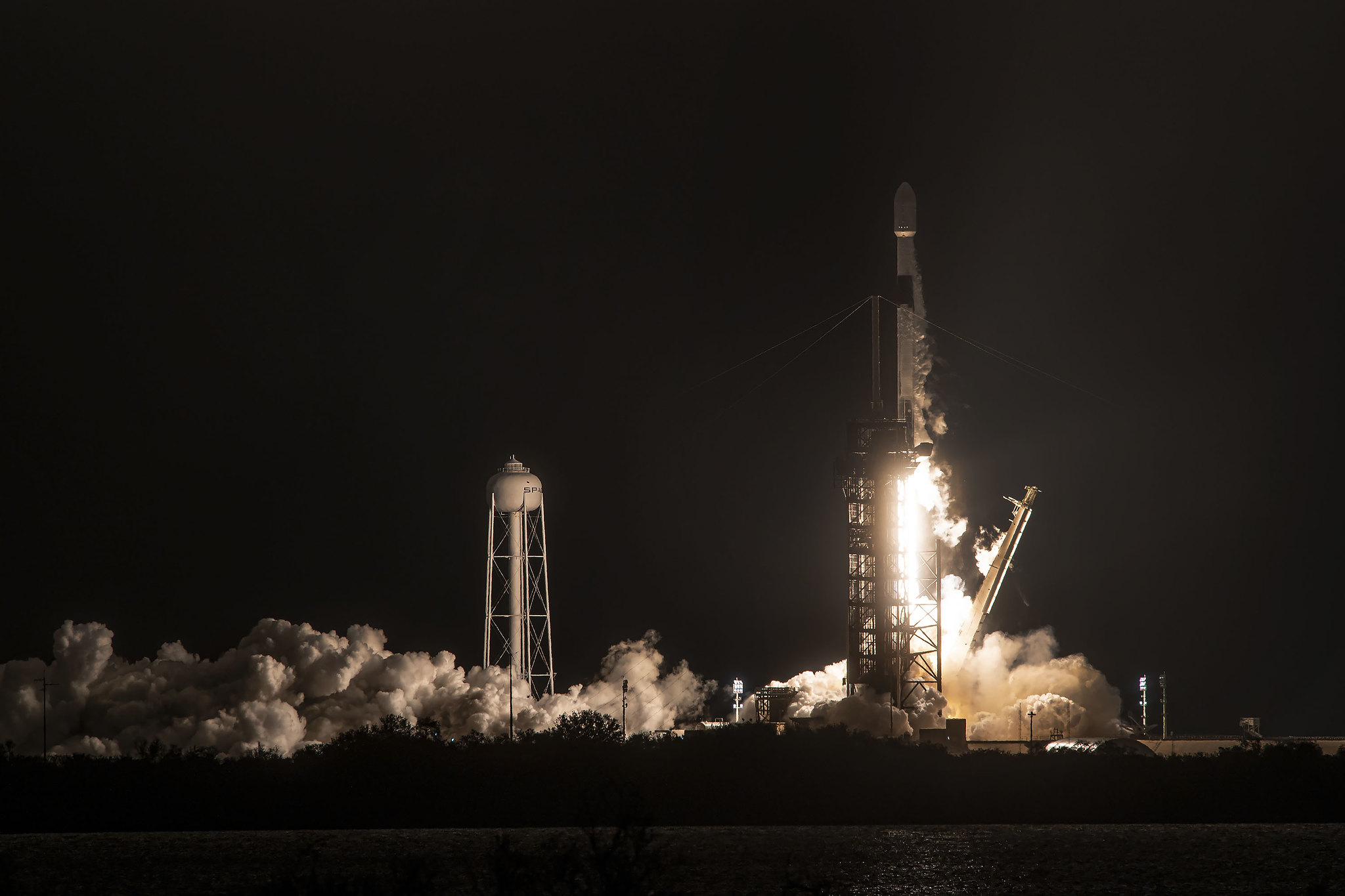 Escombros de un cohete SpaceX caen en granja.