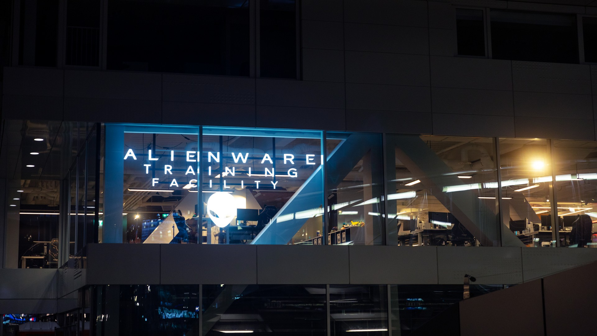 Image of the Dell Alienware Facility window showing logo