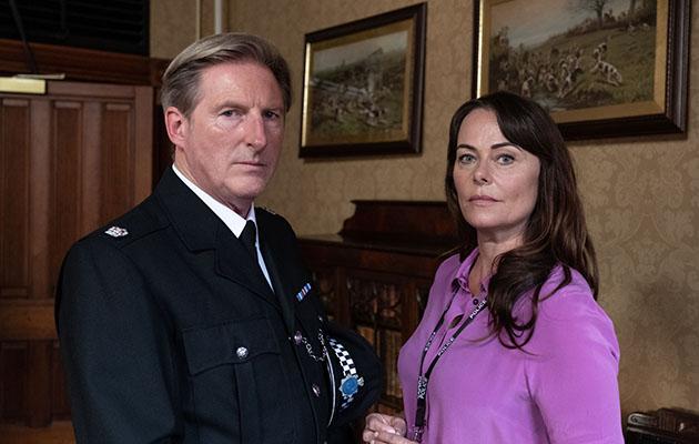 Adrian Dunbar como Hastings y Polly Walker como Gill en Line of Duty