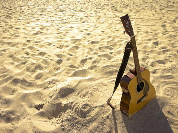 Ten Easy Acoustic Guitar Songs for Summer   Guitarworld