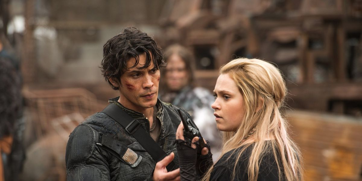 Clarke and Bellamy in The 100.