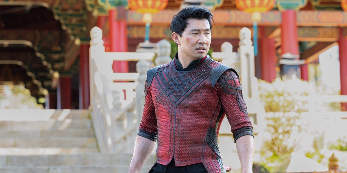 Shang-Chi (Simu Liu) stands tall in Shang-Chi and the Legend of the Ten Rings (2021)